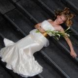 Brud på trappe nærbillede